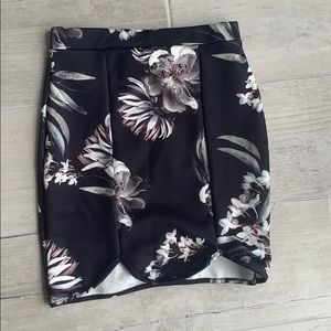 Misguided black floral printed skirt. Size 4. NWT!